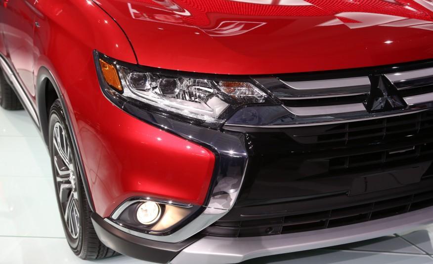 2016-Mitsubishi-Outlander-214-876x535.jpg