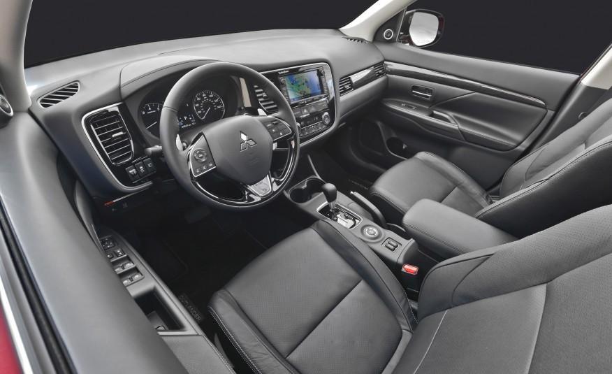2016-Mitsubishi-Outlander-231-876x535.jpg