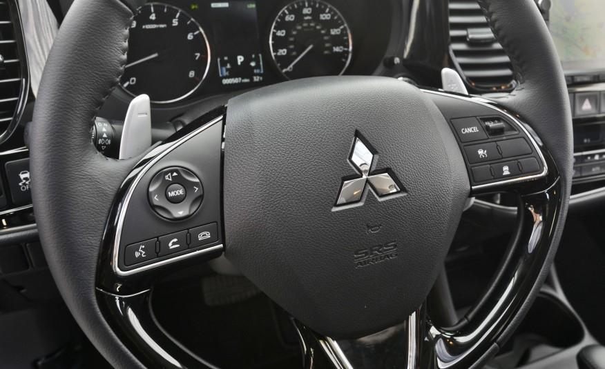 2016-Mitsubishi-Outlander-234-876x535.jpg