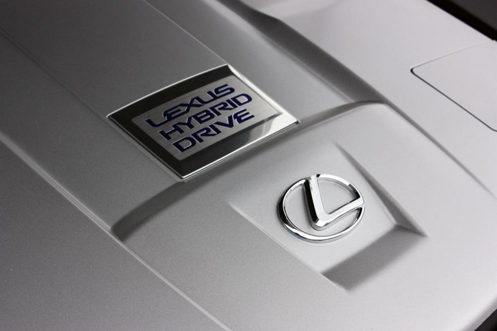 012-2013-lexus-ls-600h-l-quick-spin.jpg