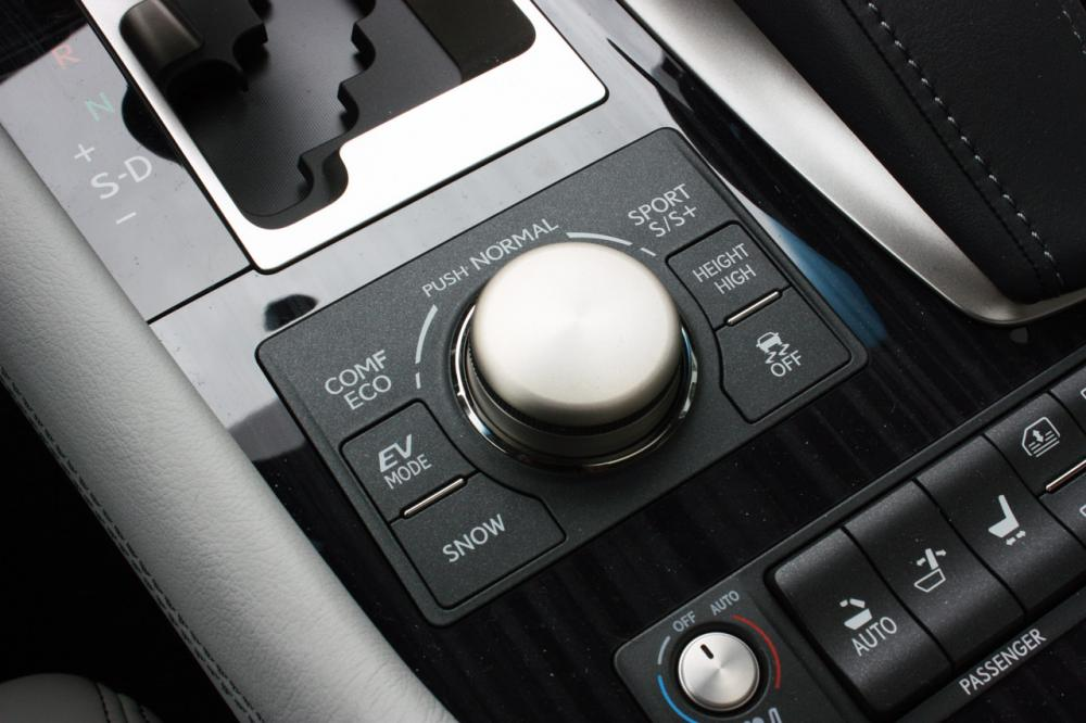 019-2013-lexus-ls-600h-l-quick-spin.jpg