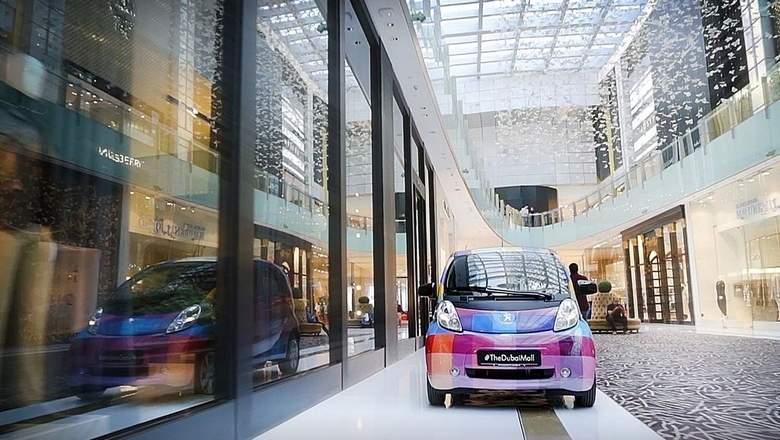 electric car in dubai mall.jpg